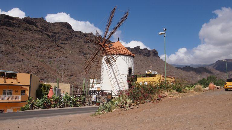 Read more about the article Další báječná atrakce zdarma – větrný mlýn s podivuhodnou zahrádkou